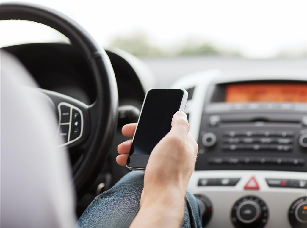 Should Texting And Driving Be A Criminal Offence?